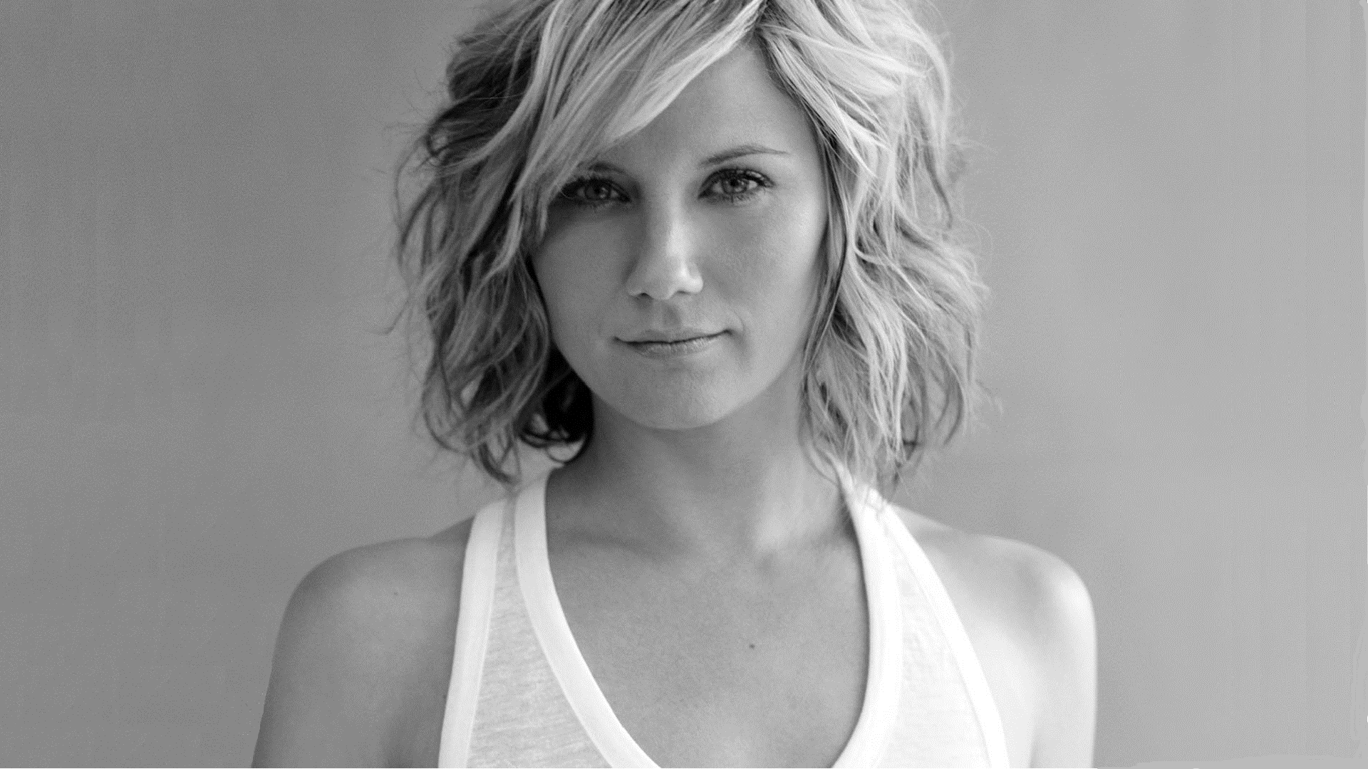 Jennifer Nettles Headshot