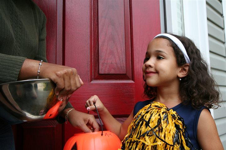 little girl trick or treating