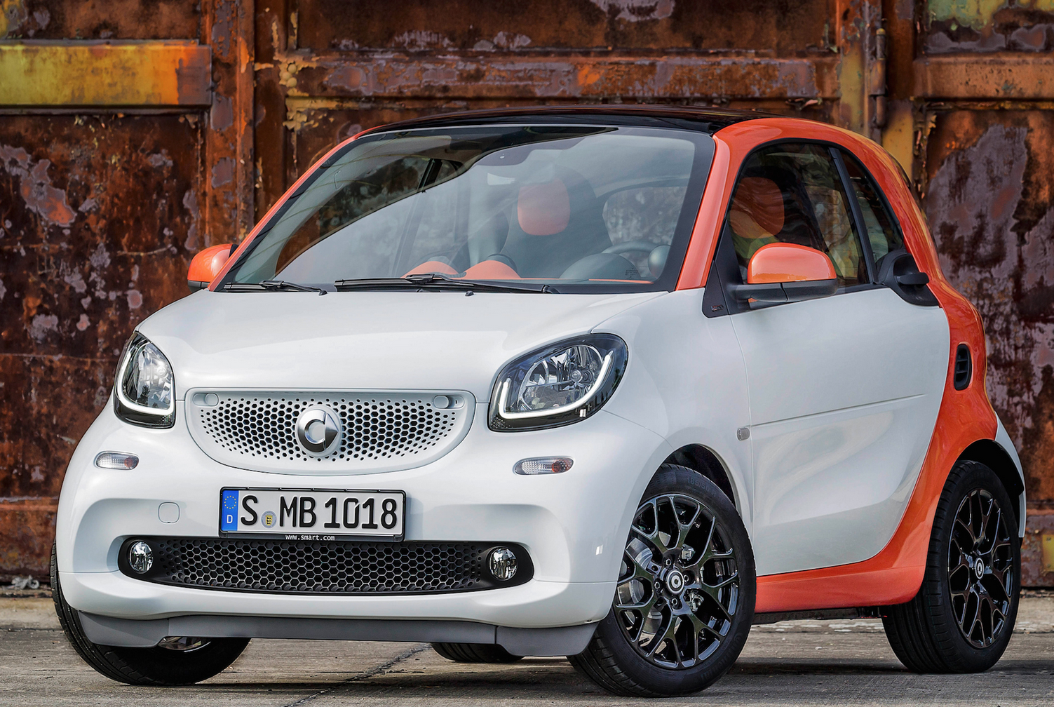 orange and grey smart fortwo car