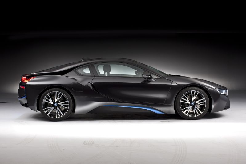 bmw i8 2014 side view in black