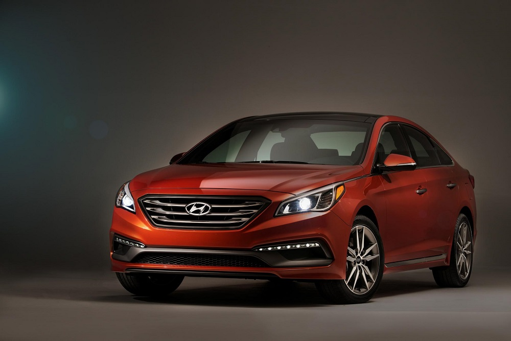 2015 Hyundai Sonata in red