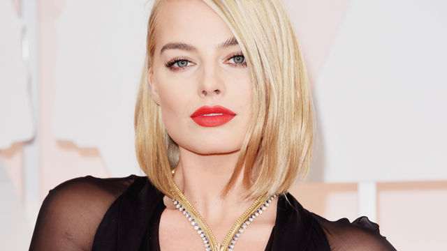 See_Margot_Robbie_s_Jaw_Dropping_Oscar_Gown_.jpg