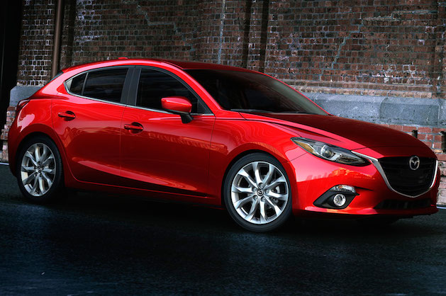 2014-Mazda3-hatchback-side-front-view2