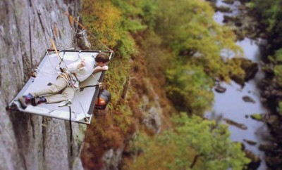 man-cliff-camping-in-snowdonia-805x537
