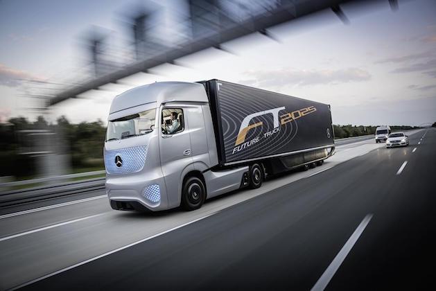 mercedes-benz-unveils-future-truck-2025-video-photo-gallery_1