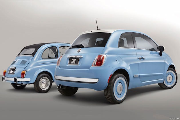 two Fiat 500 in blue
