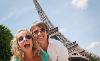 couple standing in front of the eiffle tower