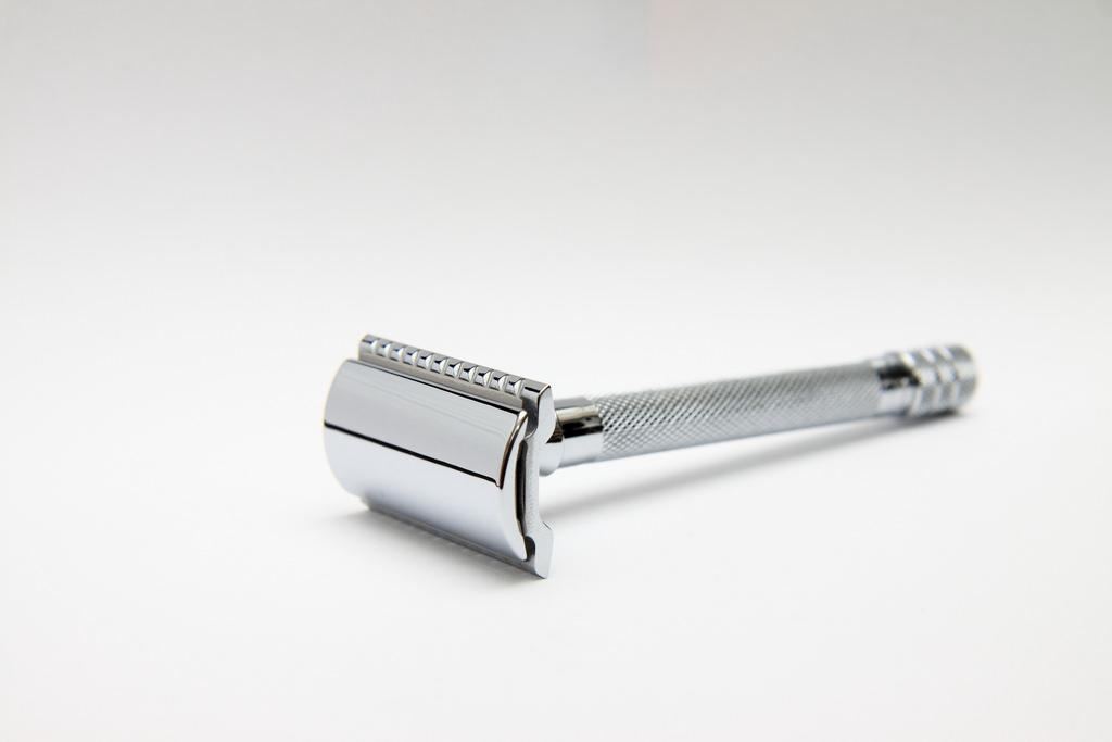 old fashioned metal razor