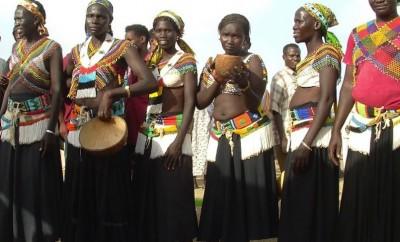 latuka-women-in-tribal-garb-805x611