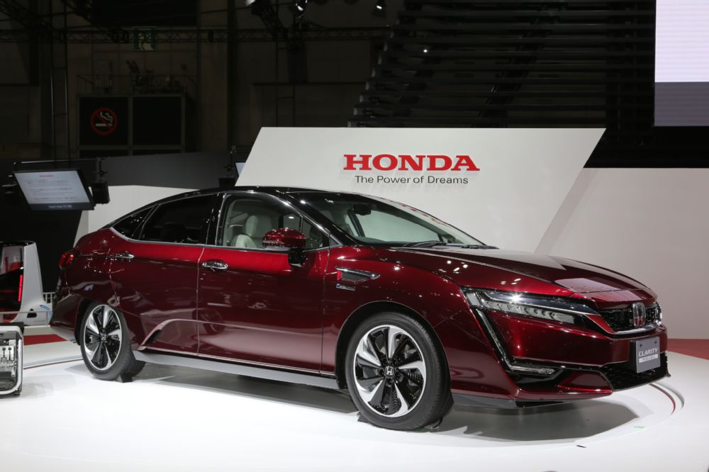honda-clarity-fuel-cell-front-three-quarter