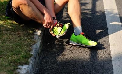 sports injury marathon runner roadside