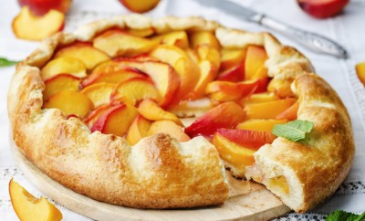 peach, dish, italian, meal, crust, dessert, breakfast, orange, celebration, serving, gourmet, traditional, tasty, custard, round, french, pastry, mint, delicious, sweet, restaurant, calories, homemade, flavour, shape, pie, bakery, nutritious, cake, appetizer, crostata, sugar, wooden, galette, fresh, crispy, rustic