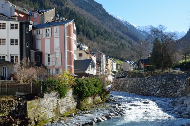 Cauterets is well known for its copious thermal springs. There are many small shops, hotels and comfy restaurants in the mountain town Cauterets on the steep slopes of Hautes-Pyrenees